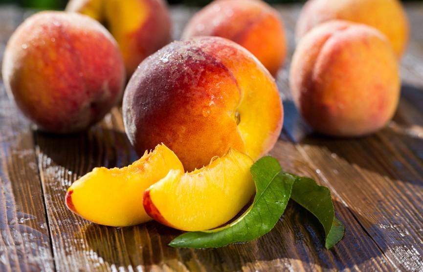 Названы полезные свойства персиков