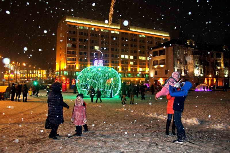 Аллея креативных елок, ярмарка с глинтвейном и костюмированные автомобили, а иллюминацию зажгут 7 декабря. Как в Гродно будут встречать Новый год?