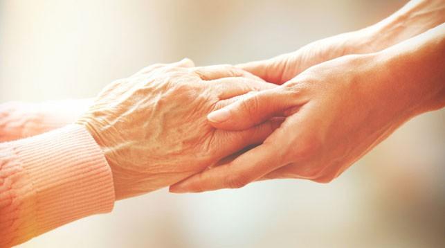 Пожилым нужны домашний режим и забота. Врачи призывают людей старшего поколения оставаться дома