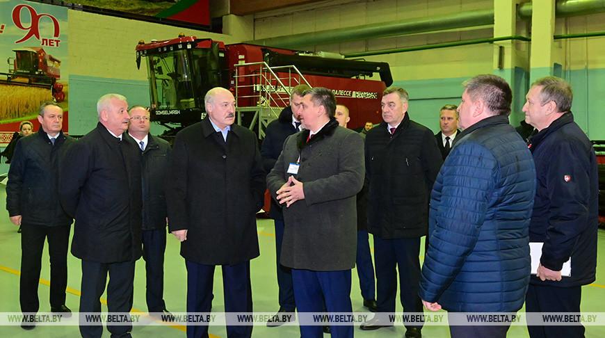 """Александр Лукашенко о предприятиях: некоторые предлагают перемены - """"это не надо, продадим"""", но мы пошли другим путем"""