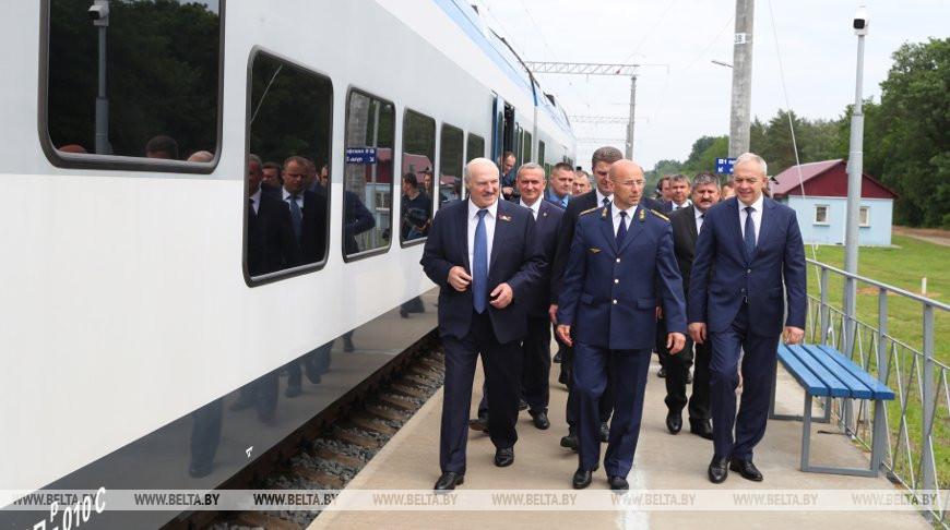 Александр Лукашенко в Светлогорске открыл движение по новому электрифицированному участку железной дороги