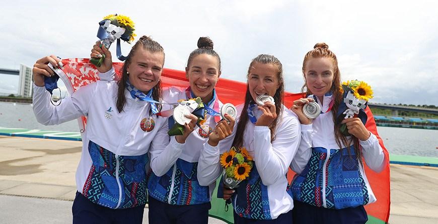 Женская байдарка-четверка выиграла серебро на дистанции 500 м в финале ОИ