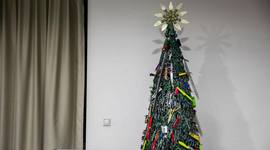 В вильнюсском аэропорту установили «запрещенную» елку