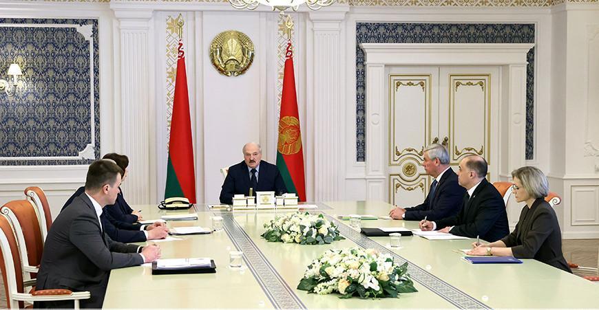 Александр Лукашенко о своей формуле в партийном строительстве: не с левыми, не с правыми - с народом