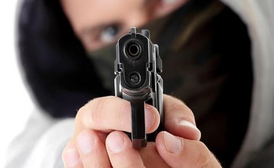 120 рублей и две пачки сухариков. В Лидском районе неизвестный, угрожая предметом, похожим на пистолет, ограбил АЗС