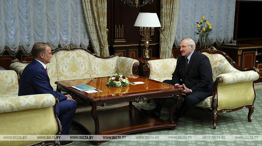 Александр Лукашенко предлагает Сбербанку России участвовать в финансировании крупных проектов