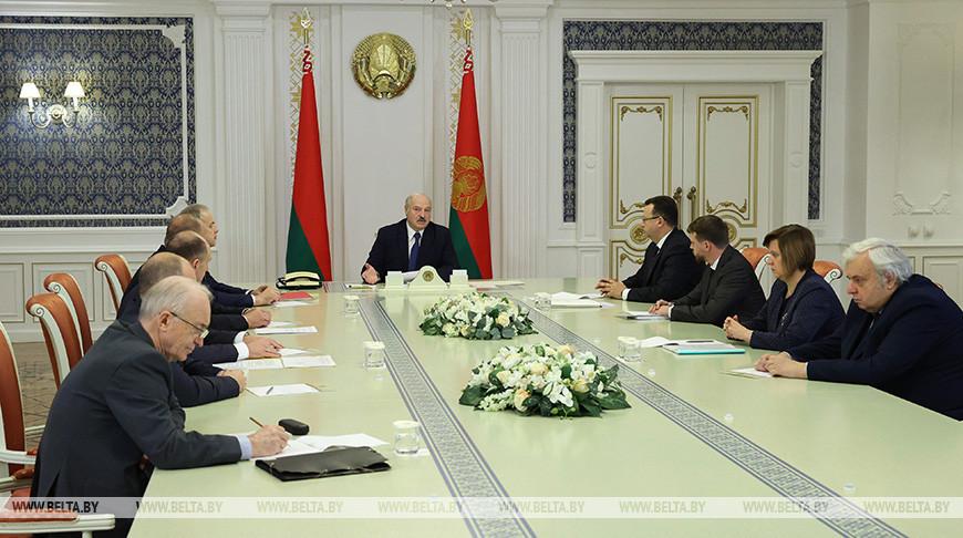 Как жить в новой эпидемической реальности? - Александр Лукашенко обсудил со специалистами ситуацию с COVID-19
