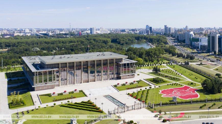 Александр Лукашенко наградил посла Китая орденом Почета