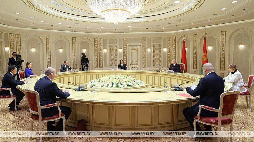 Александр Лукашенко дает интервью СМИ Беларуси и ближнего зарубежья