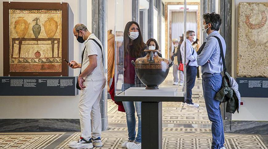 В Италии из-за коронавируса вводят комендантский час