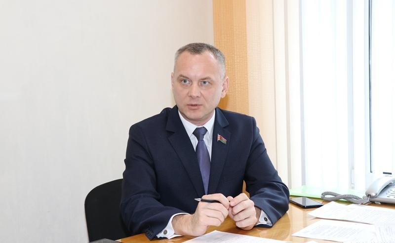 Член Совета Республики Национального собрания Республики Беларусь седьмого созыва от Гродненской области Игорь Гедич проведет прямую линию