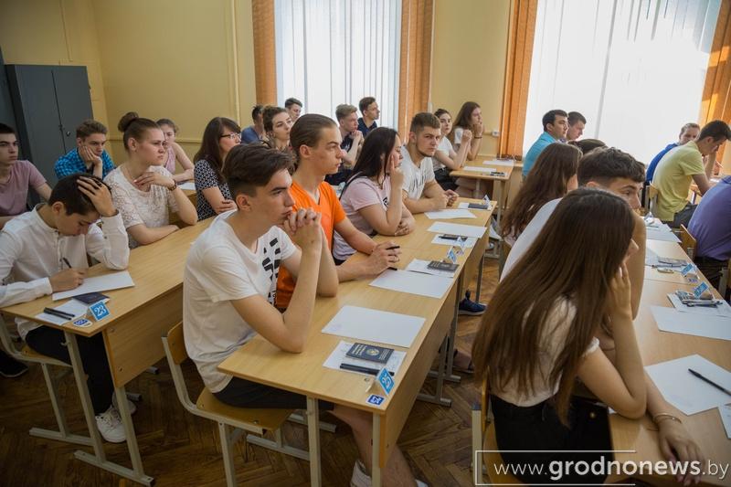 Возможность введения общенационального экзамена после окончания школы до конца года обсудят в Беларуси