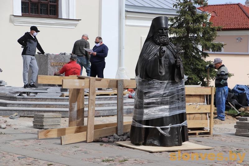 Памятник преподобному Серафиму Жировичскому устанавливают в Жировичах