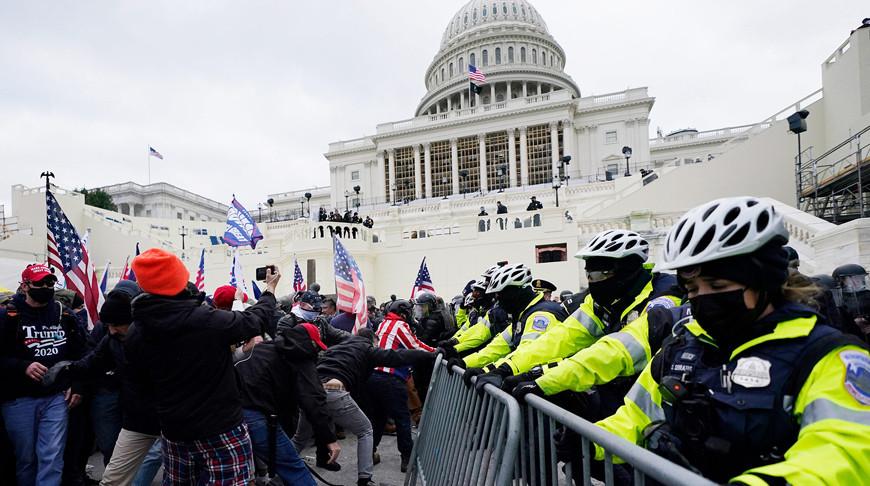 Конгресс США приостановил дебаты по результатам президентских выборов в связи с беспорядками в Вашингтоне