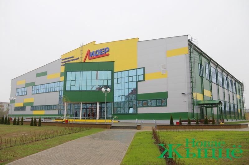 Спортивный зал на 751 посадочное место и 25-метровый бассейн. В Новогрудке завершается строительство физкультурно-оздоровительного комплекса