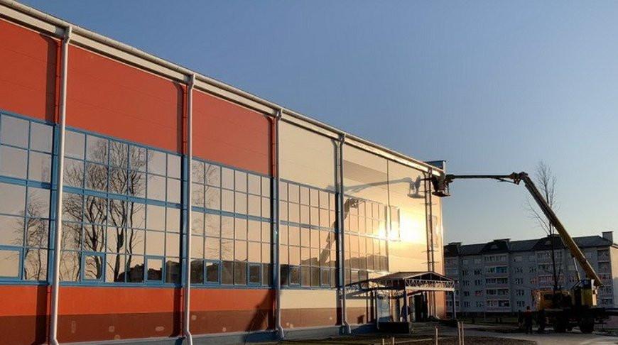 В Островце до конца года завершат строительство спортивного комплекса.