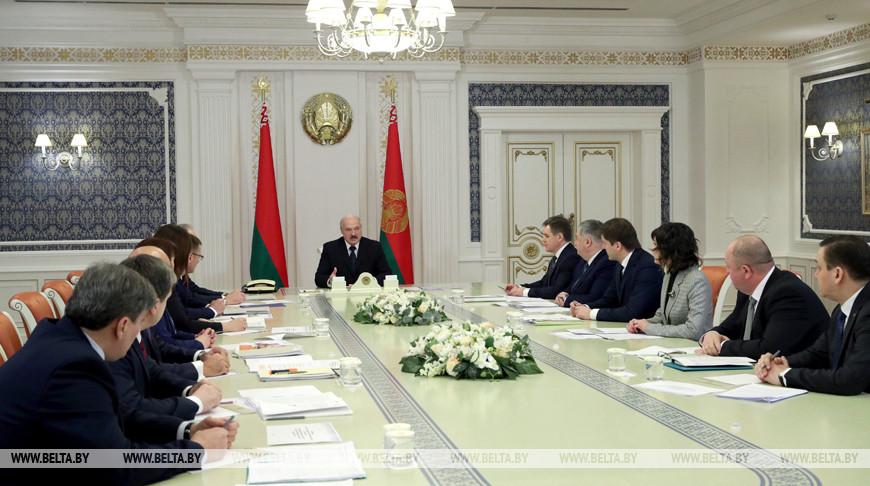 Тема недели: Лукашенко: нужно честно и объективно говорить с людьми на понятном языке