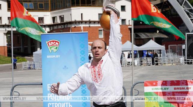 Евгений Назаревич из Гродно установил мировой рекорд в поднятии 50-килограммовой гири