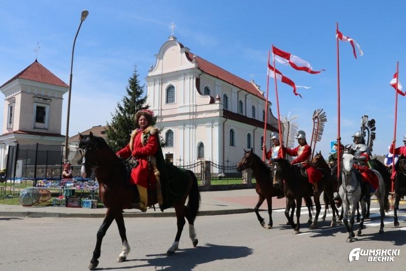 Театрализованное шествие, мастер-классы и рыцарские бои: как проходит фестиваль «Гольшанский замок»