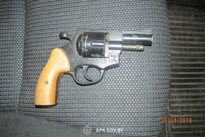 В пункте пропуска «Каменный Лог» у литовца обнаружили пистолет с патронами