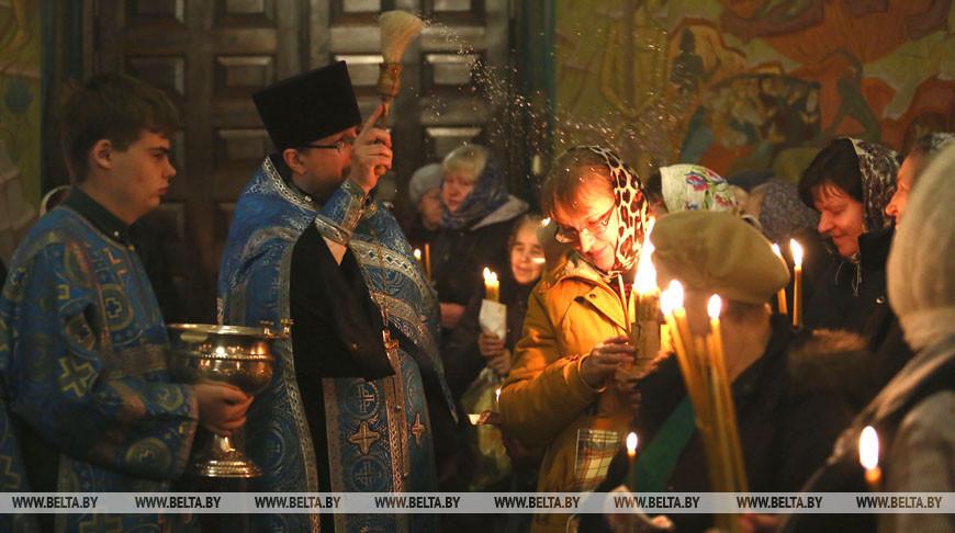 Православные верующие празднуют Сретение Господне