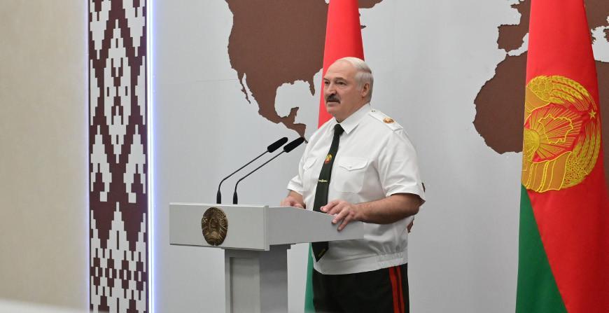 """""""Вы не дрогнули в минуту опасности"""" - Александр Лукашенко вручил госнаграды представителям силовых ведомств"""