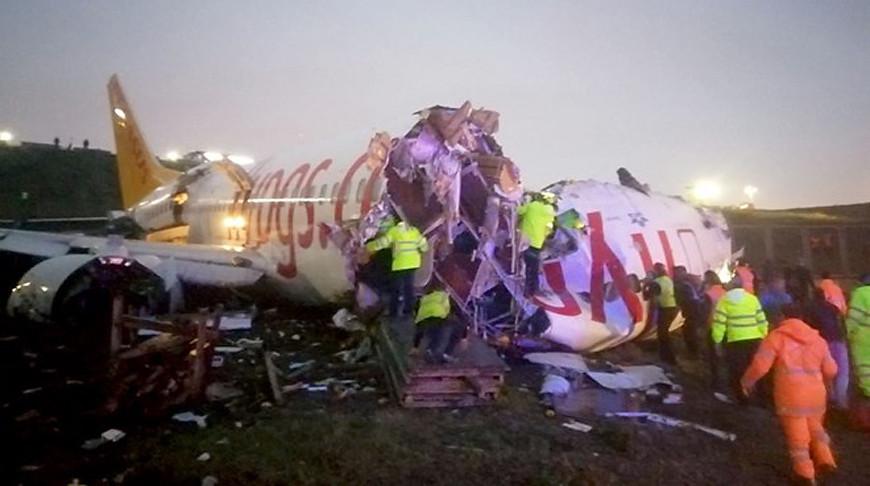 В аэропорту Стамбула жестко приземлился и загорелся самолет