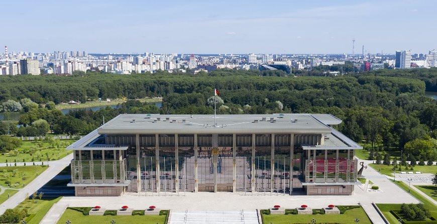 """""""Сельсовет"""" во Дворце Независимости. Жители агрогородка Тихиничи нанесли ответный визит Президенту Беларуси"""