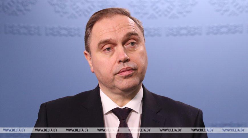 Правительство рассматривает вопрос дополнительного поощрения медиков, работающих с коронавирусными больными - Владимир Караник