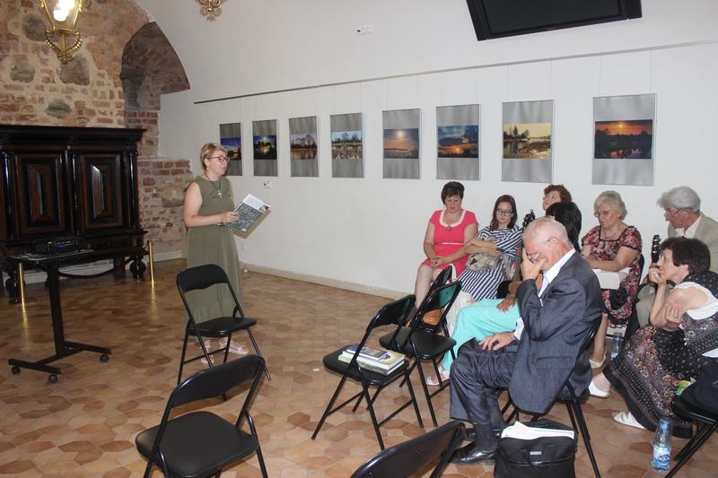 На историческую прогулку с Франциском Скориной пригласила гостей «Книжных встреч в Мирском замке» Инесса Плескачевская