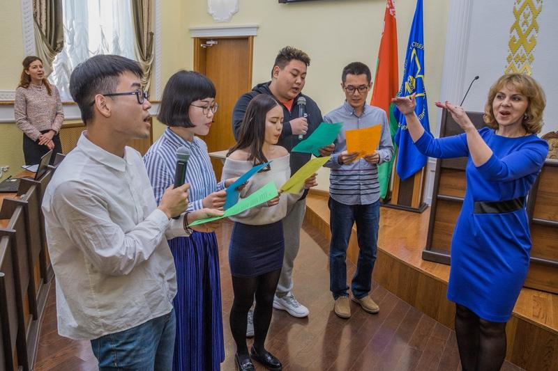 Обсудили сотрудничество в сфере образования и спели «Катюшу». Большой пресс-тур китайских журналистов проходит на Гродненщине