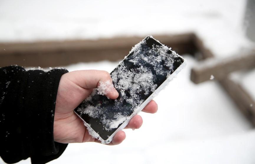 Специалисты рассказали, что делать, если смартфон выключается на морозе