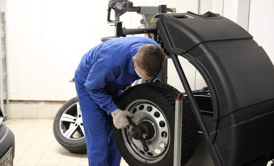 ГАИ рекомендует автовладельцам не спешить менять зимние шины на летние