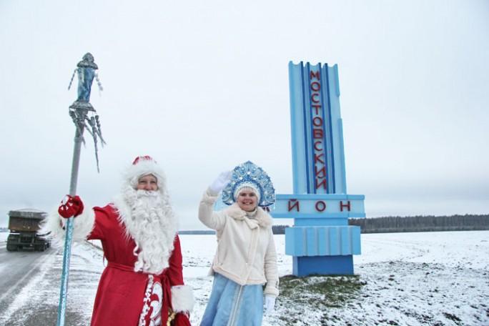 Сплав по Неману, зимняя рыбалка и уроки хенд-мэйда. Что делали безвизовые Дед Мороз и Снегурочка в Мостах?