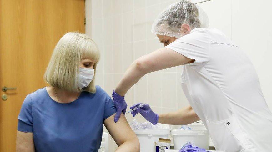 В Гродненской области начали вакцинировать работников крупных предприятий