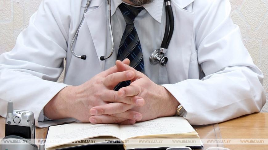Медики рекомендуют оградить пожилых родственников от посещения массовых мест из-за COVID-19