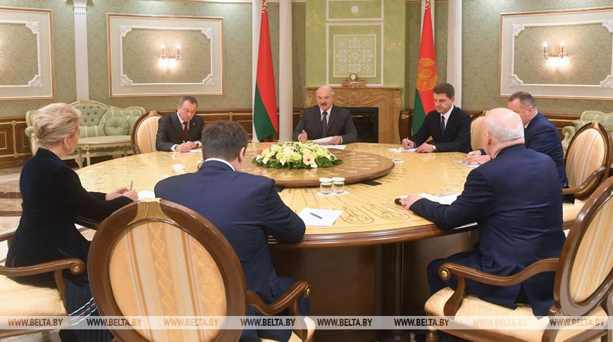 Строить жилье и развивать сельское хозяйство — Александр Лукашенко предложил Новгородской области новые проекты