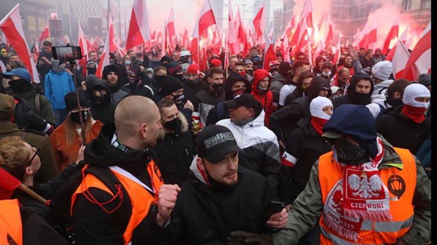В Варшаве полиция применила газ и оружие против участников марша независимости