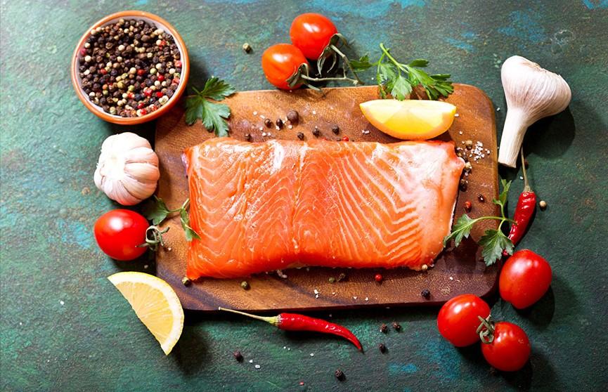 Чеснок, рыба и не только: названы продукты, которые нужно есть, чтобы не заболеть раком