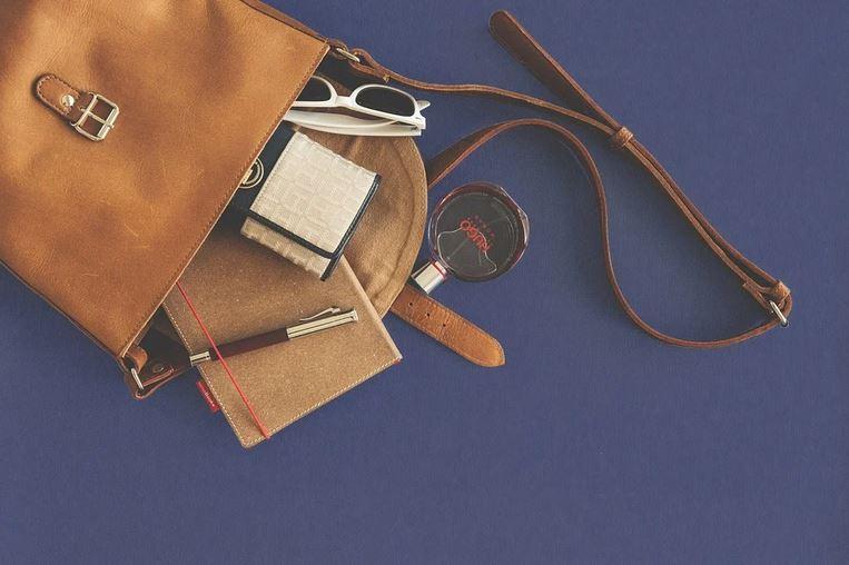 Что о женщине может рассказать ее сумочка?