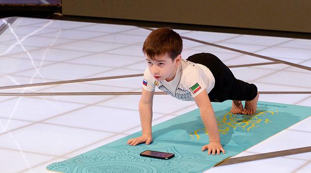 Шестилетний мальчик побил мировые рекорды по отжиманиям