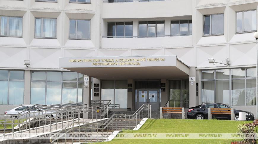 Три дня без больничного, самоизоляция для работников - Минтруда разъяснило новшества в указе №143
