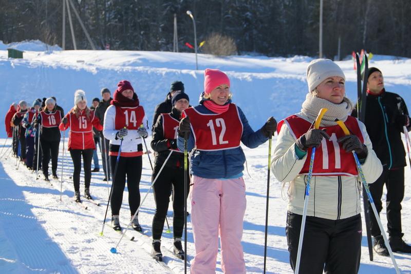 Областные соревнования по лыжным гонкам собрали на Новогрудчине 25 команд работников здравоохранения