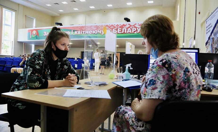 Зачисление абитуриентов по трем сертификатам ЦТ на бюджет состоялось в ГрГУ имени Янки Купалы