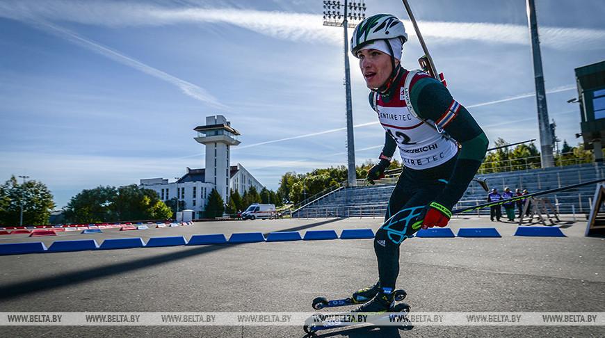 Белорусский биатлонист Дмитрий Лазовский выиграл юниорский спринт летнего ЧМ