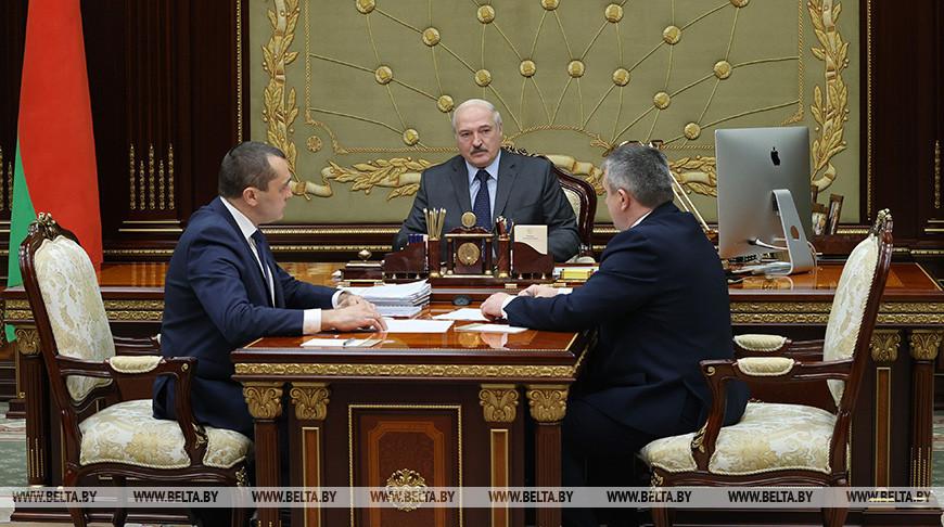 Об уборочной, кредитах и ценах на продукты — Александр Лукашенко обсудил с Иваном Крупко и Александром Субботиным работу аграрного сектора
