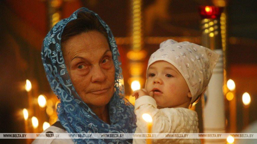 Православные верующие празднуют рождество Иоанна Крестителя