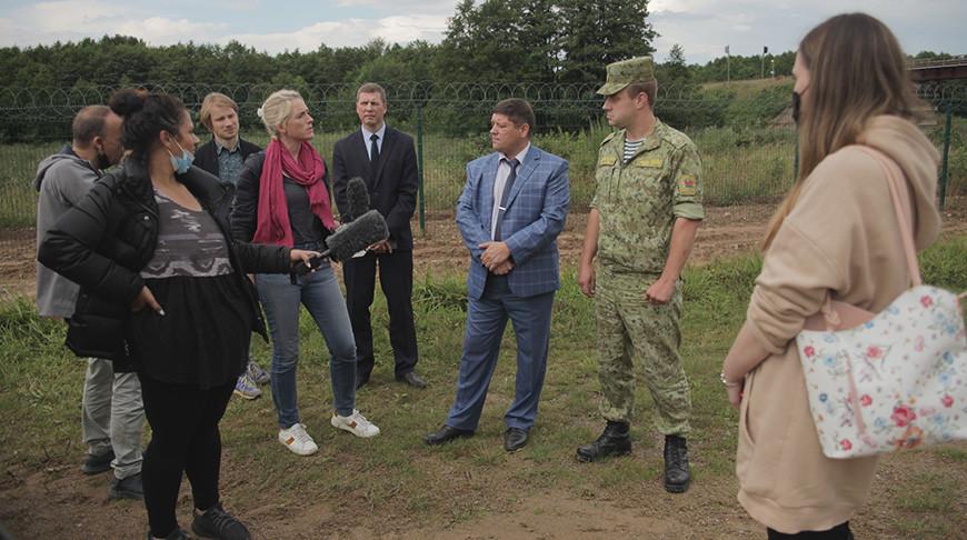 Госпогранкомитет провел брифинг для иностранных СМИ по ситуации на границе Беларуси с Евросоюзом