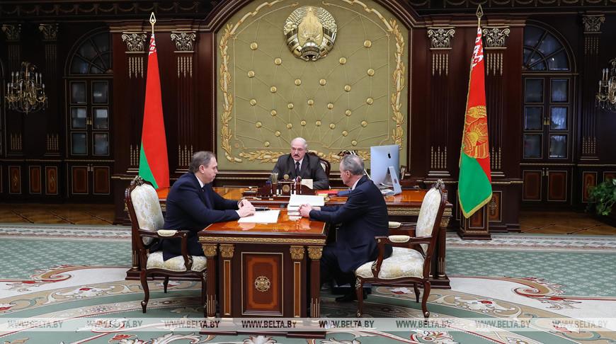 Александр Лукашенко обсудил с Владимиром Караником и Александром Косинцем лицензирование медицинской деятельности