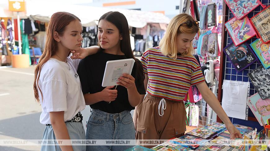 Министерство труда: 102 тысячи многодетных семей получат матпомощь к учебному году